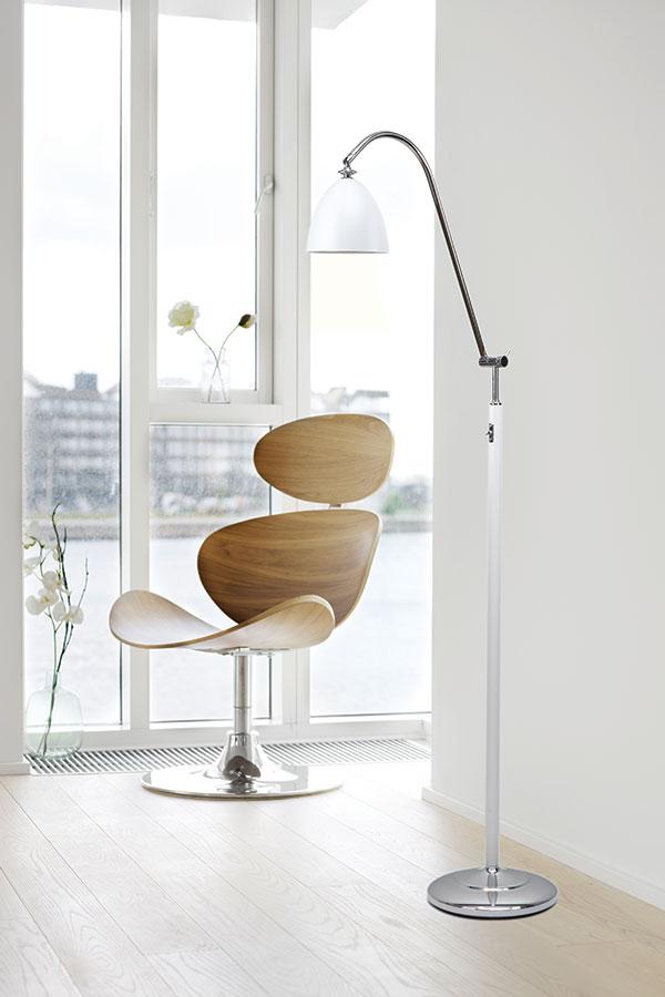 Herstal Spirit Gulvlampe Hvit Metall Krom Designbelysning no
