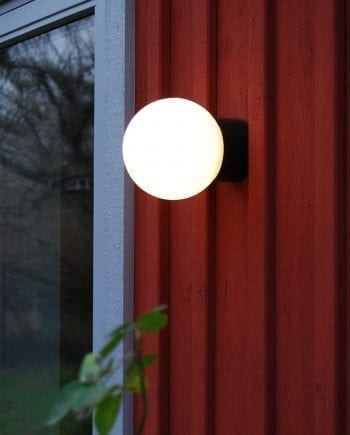 Ifö Classic Glob Vegg-/Taklampe Opalt Glass Hvit/Sort 15 cm-0