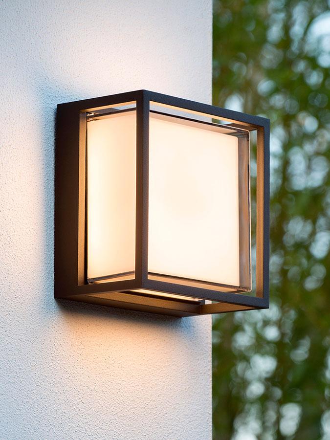 Vegglampe i metall med integrert LED belysning. Ø 30 cm