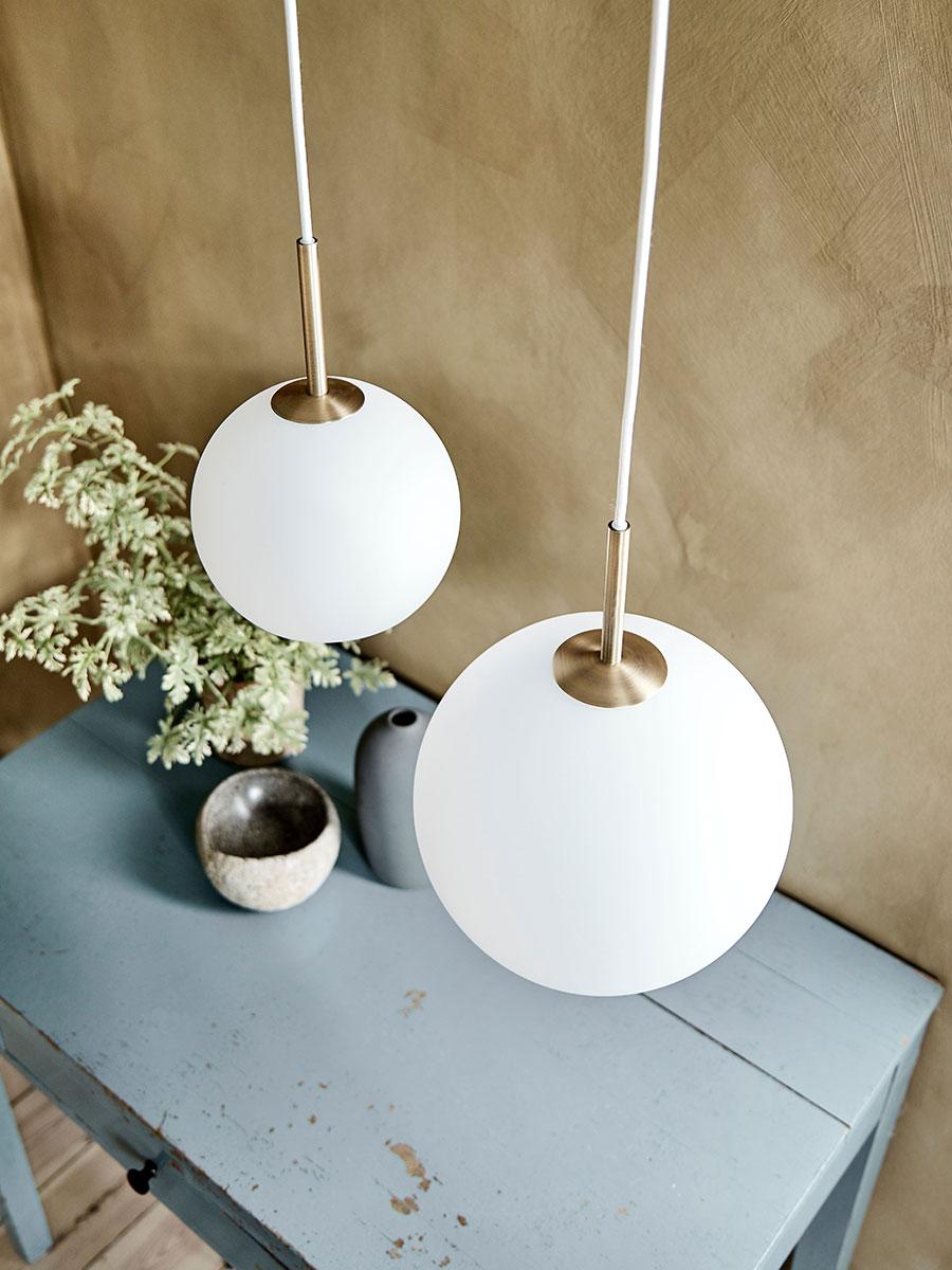 Frandsen Ball Pendel 25 cm Opalt Glass Designbelysning.no